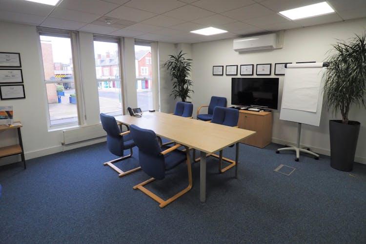 Premier House, 36-48 Queen Street, Horsham, Office To Let - PC090008.JPG
