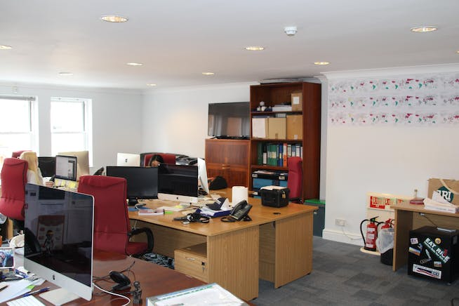 4 St Georges Yard, Farnham, Offices To Let - IMG_8686.JPG