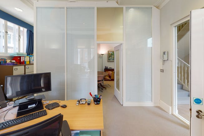 2 Cadogan Gate, Chelsea, London, Office To Let - 2 Cadogan Gate, Chelsea office.jpg