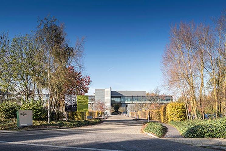 Venture House, Arlington Square, Bracknell, Offices To Let - bracknell atrium regus1.jpg