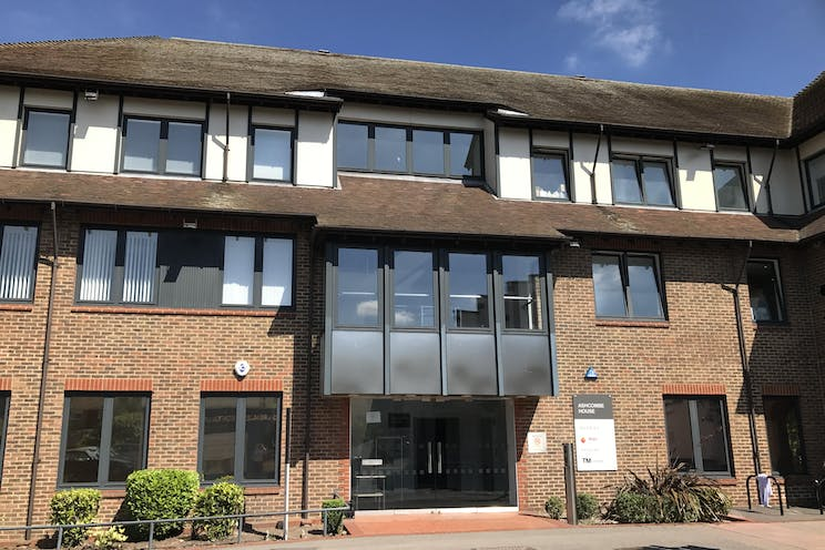 Ground Floor Left, Ashcombe House, 5 The Crescent, Leatherhead, Offices To Let - IMG_6559.JPG
