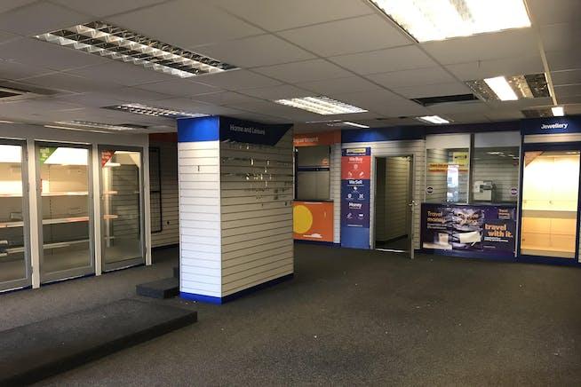 40-41 Queens Road, Hastings, Retail To Let - IMG_2254.JPG