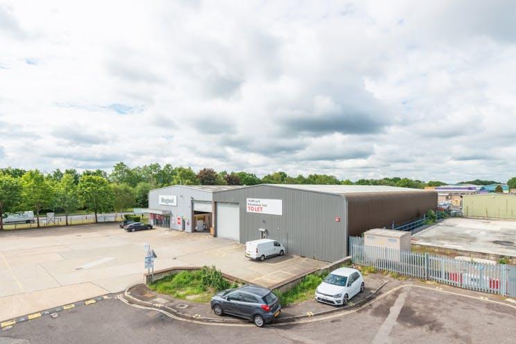 17a Invincible Road, Farnborough, Warehouse & Industrial / Retail To Let - FarnboroughFNC032InvincibleRdSite13.jpg