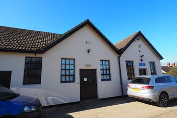 Units 11 & 11B Newhouse Business Centre, Faygate, Office To Let - P2260001.JPG