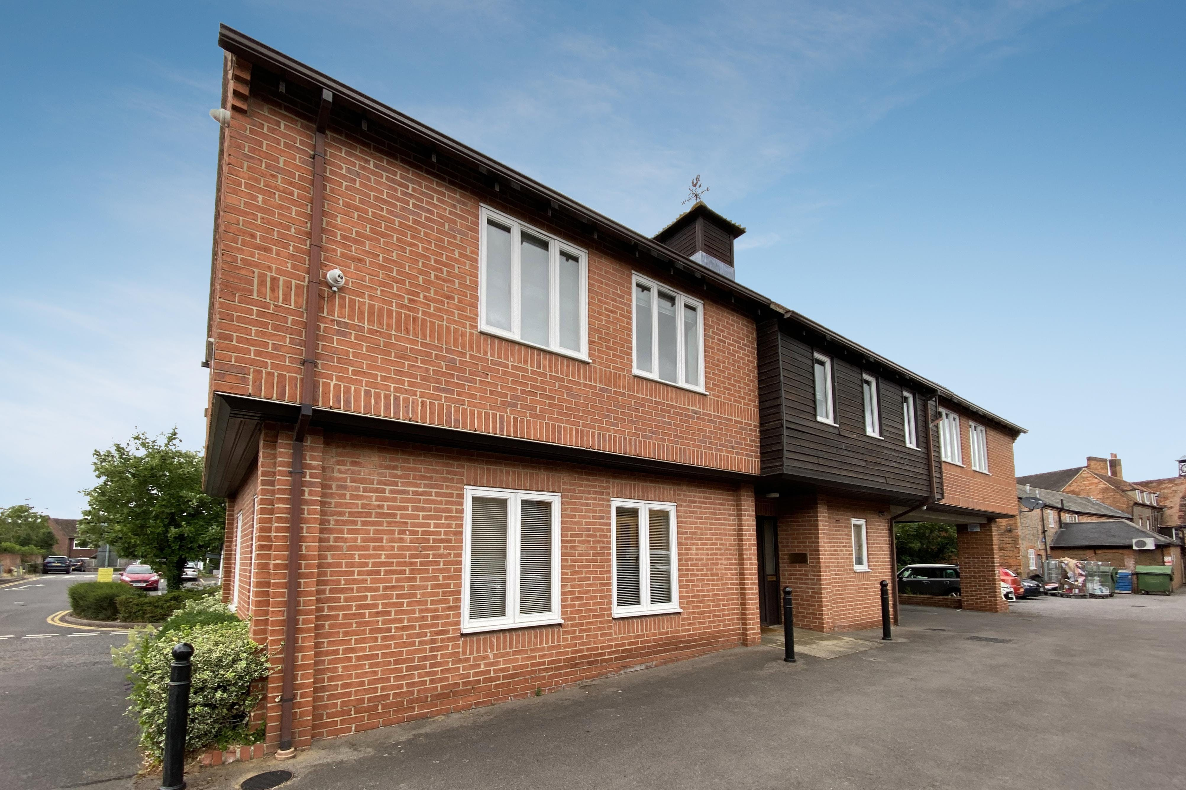 15 Dorchester Place, Thame, Office To Let - FRONT 1.jpg