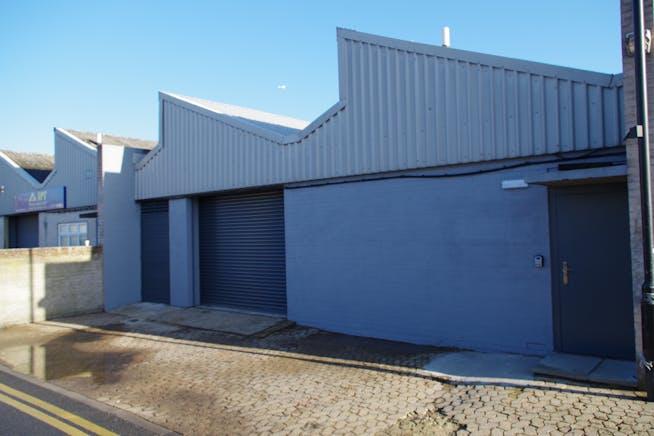 Unit 11-13 Zennor Trade Park, Balham, Industrial To Let - IMGP4274.JPG