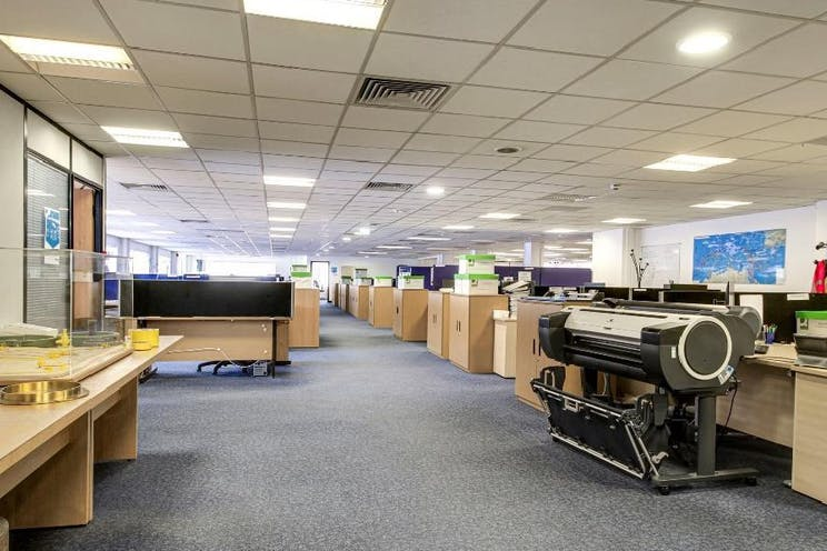 First Floor Offices, Unit 3 Lansbury Business Estate, Woking, Offices To Let - 3 lansbury3.jpg