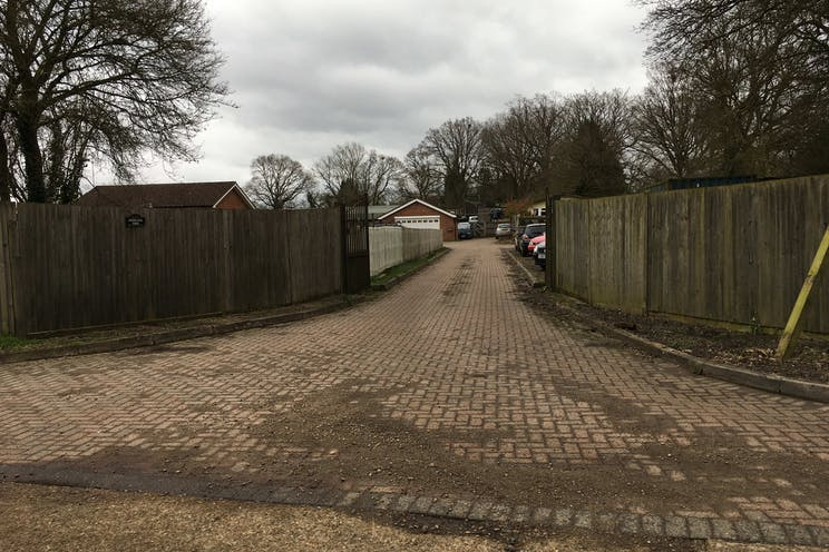 Woodlands Farm, Wokingham, Development, Land For Sale - Woodlands Farm Bungalow entrance and drive