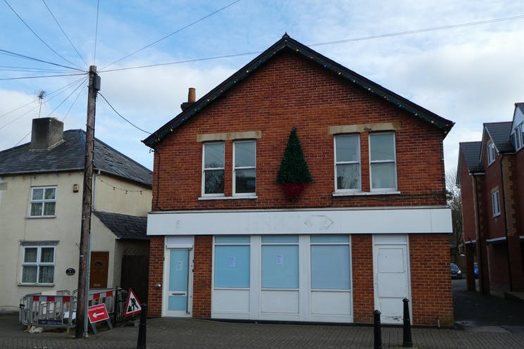 19 High Street, Crowthorne, Retail To Let - P1060068.JPG