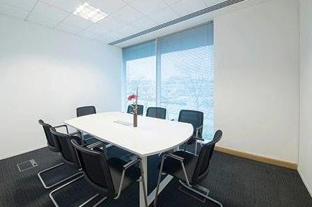 Venture, Arlington Square, Bracknell, Serviced Office To Let - Venture House Bracknell meeting room.jpg