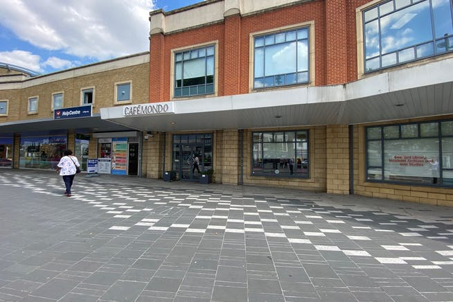 5 The Grove, Stratford, Retail To Let - IMG_2121.jpg