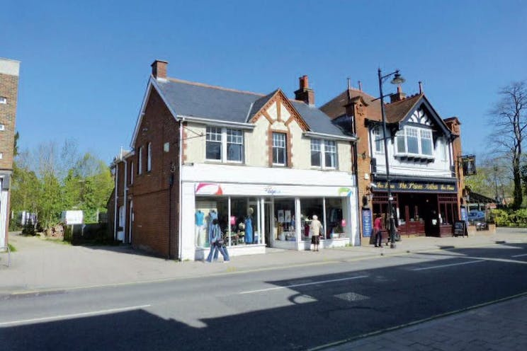 240 Fleet Road, Fleet, Retail To Let - Front Shot 240 Fleet Rd