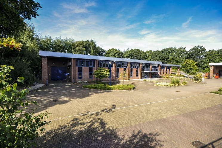 Unit 1A The Sterling Centre, Eastern Road, Bracknell, Industrial To Let - Sterling-Centre-Bracknell-1.jpg