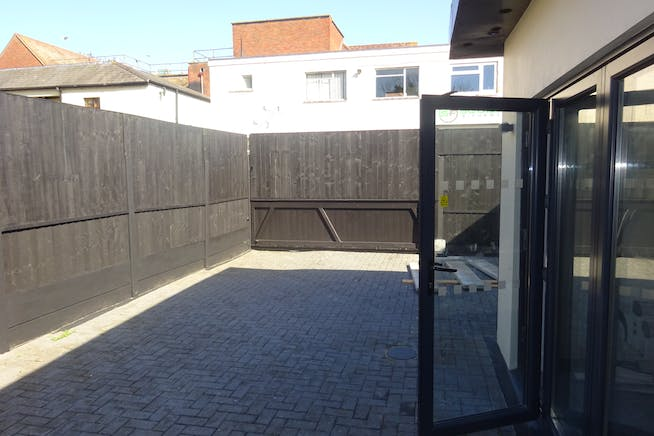 155 Abbs Cross Gardens, Hornchurch, Offices / Retail / Suis Generis (other) To Let - DSC01961.JPG