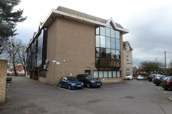 Churchill House, Slough, Investment / Offices For Sale - P1080599.JPG