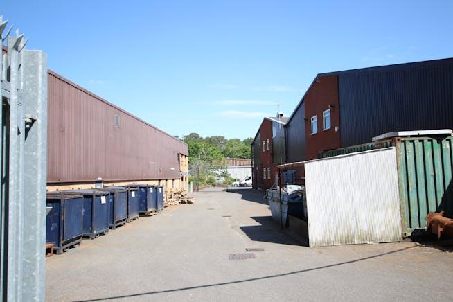 7B Woolmer Trading Estate, Bordon, Warehouse & Industrial To Let - IMG_1551.JPG
