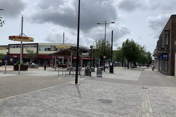 2 Queens Parade, Waterlooville, Retail To Let - 20210705 131819.jpg