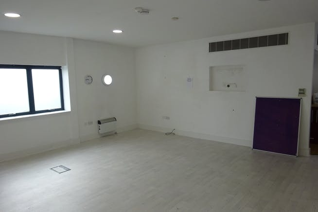155 Abbs Cross Gardens, Hornchurch, Offices / Retail / Suis Generis (other) To Let - DSC01605.JPG