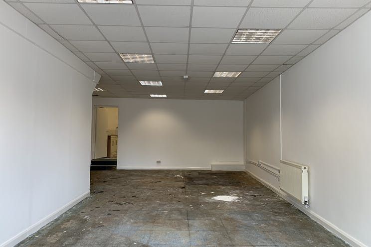 1 Queens Parade, Waterlooville, Retail To Let - 20210705 131128.jpg