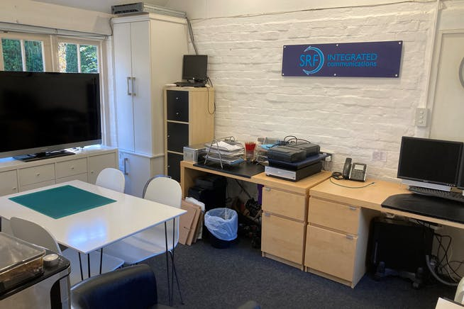 Studio 6, The Old Parsonage, Farnham, Offices To Let - Photo 3.jpg