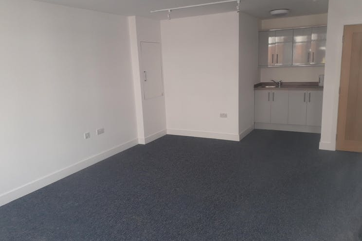 7a / 7b, Stoke Road, Gosport, Retail / Office To Let - 1.jpg