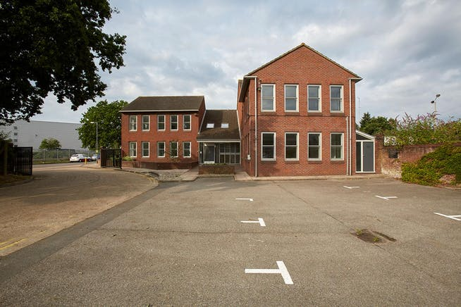 Towergate House, Wintersells Road, Byfleet, Offices To Let / For Sale - CM0B4070.jpg