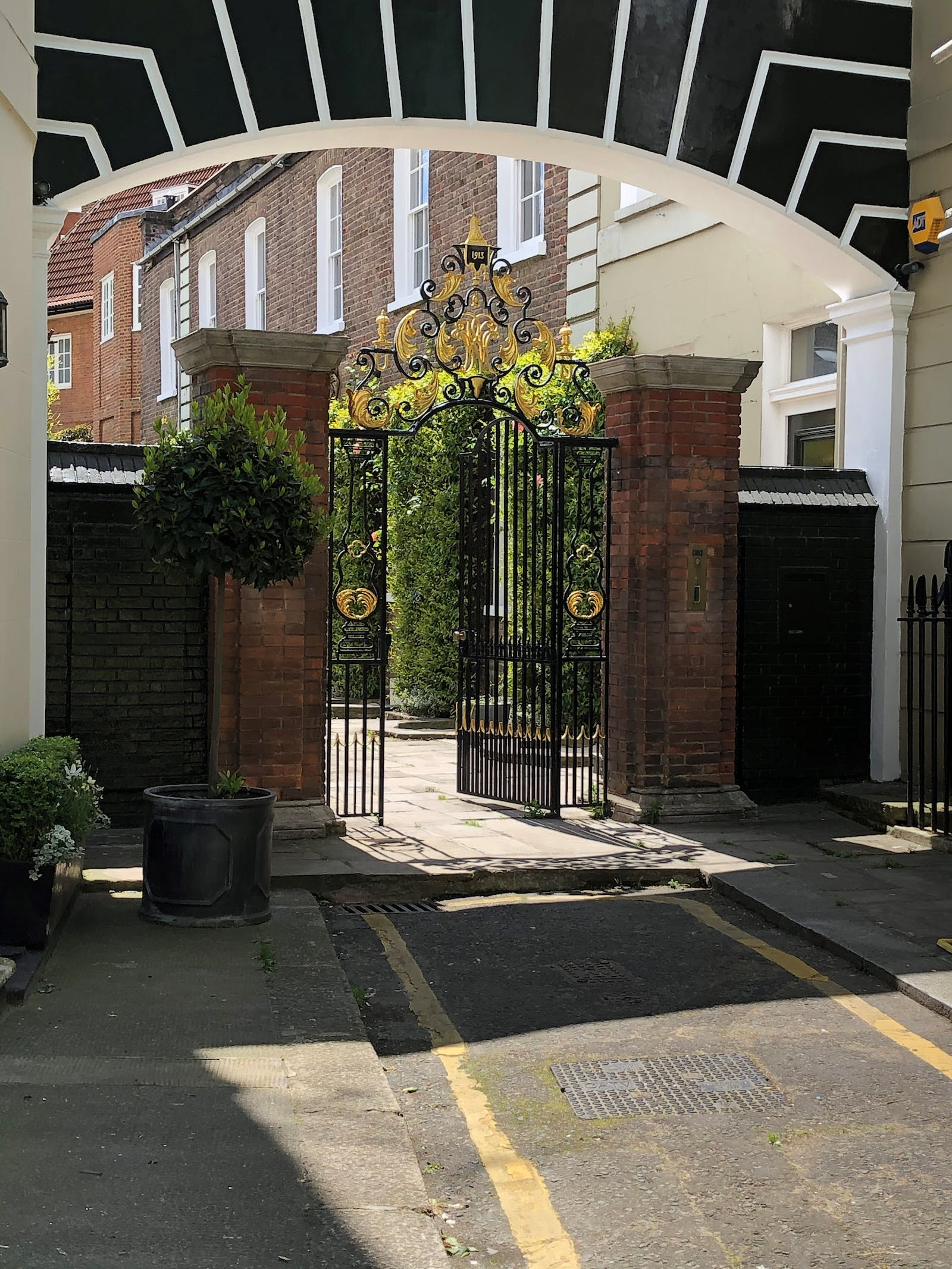 19 West Eaton Place, Belgravia, London, Office To Let - image008.jpg