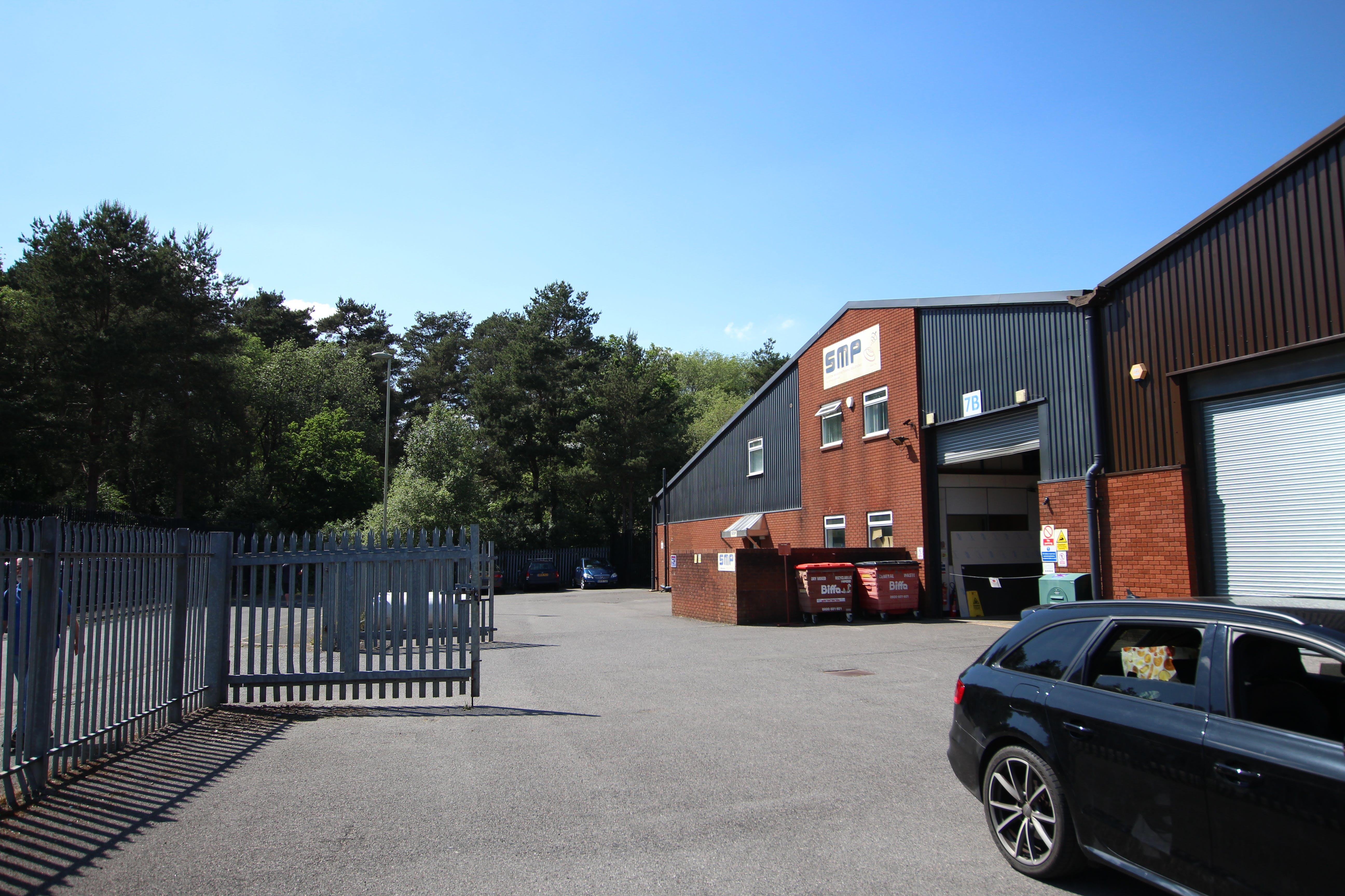7B Woolmer Trading Estate, Bordon, Warehouse & Industrial To Let - IMG_1566.JPG