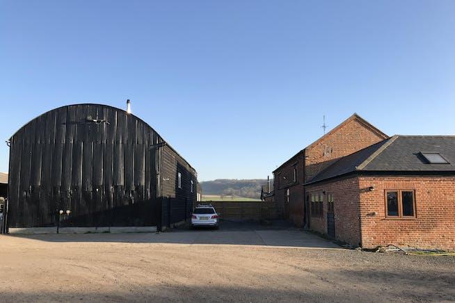 Field Farm, Lewknor, Office To Let - IMG_9718 2.JPG