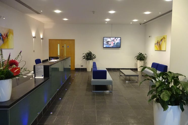 Red Central, Redhill, Offices To Let - DSC02091.JPG