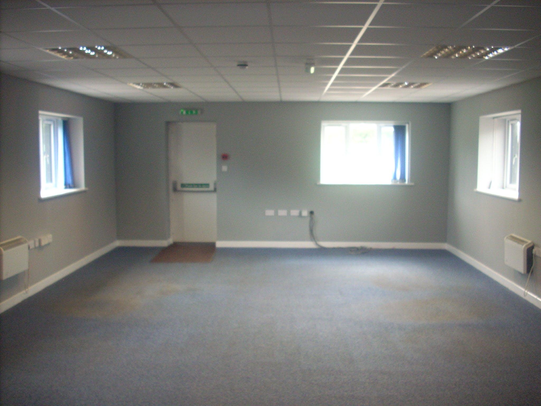 Unit 6, Wyvols Court Farm, Reading, Offices To Let - 6 Wyvols Court internal.JPG