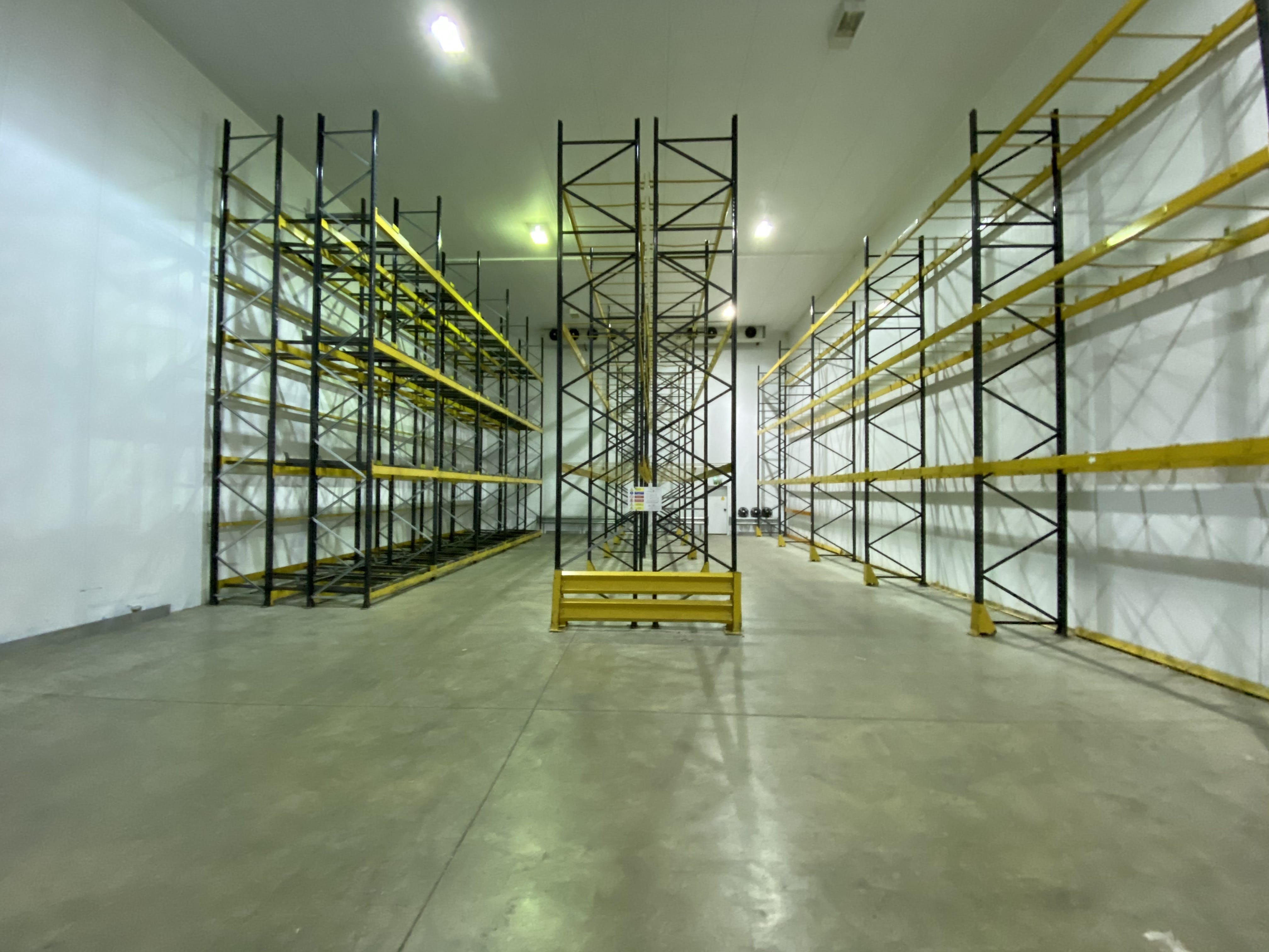 10 Hikers Way, Crendon Industrial Park, Industrial To Let - COLD STORE 1.JPG