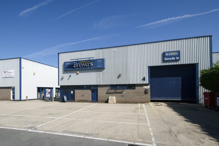 Unit 4, The Paddock Trading Estate, Newbury, Industrial To Let - BrewersPaddock2.jpg