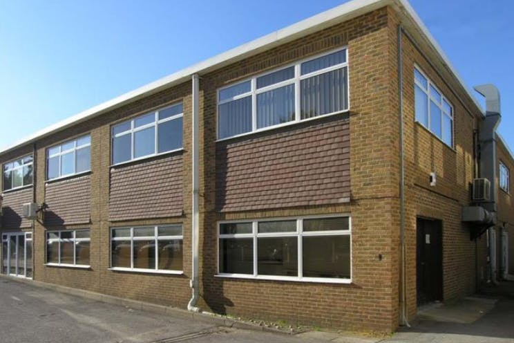 First Floor Offices, Unit 3 Lansbury Business Estate, Woking, Offices To Let - 3 lansbury1.jpg