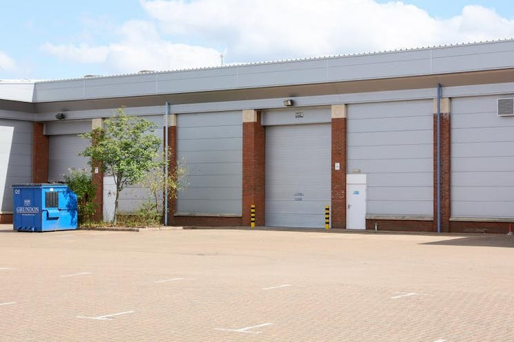 Unit B2 Kingswey Business Park, Forsyth Road, Woking, Warehouse & Industrial To Let - Unit B2 rear loading and car park.jpg