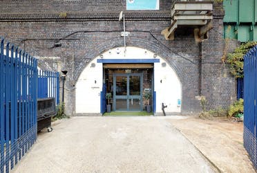 Cudworth Street Arches, Cudworth Street, London, Retail / Offices To Let - 25a Cudworth St - More details and enquiries about this property