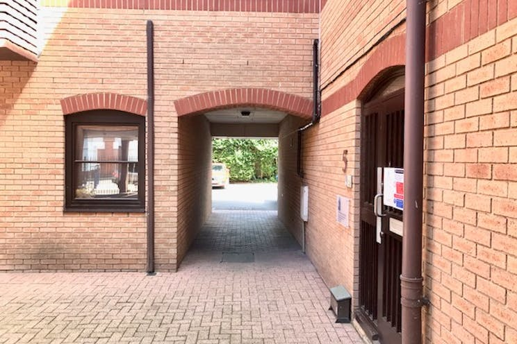 Unit 3 Park Court, Pyrford Road, West Byfleet, Offices To Let - IMG_6737.jpg