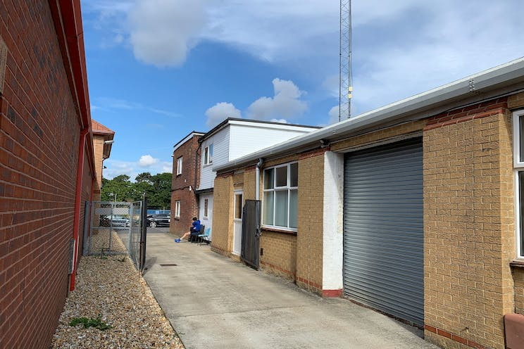 2 Downley Road, Havant, Office / Industrial / Trade Counter To Let - OR9MVriQ.jpeg