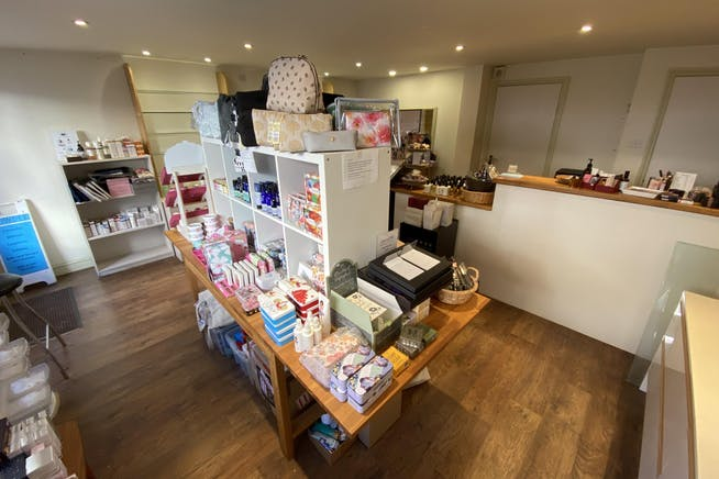 17A Buttermarket, Thame, Retail To Let - INT 2.JPG