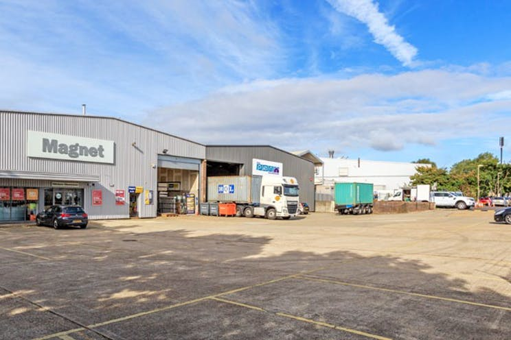 17a Invincible Road, Farnborough, Warehouse & Industrial To Let - 17 InvincibleRoadFarnborough20.jpg