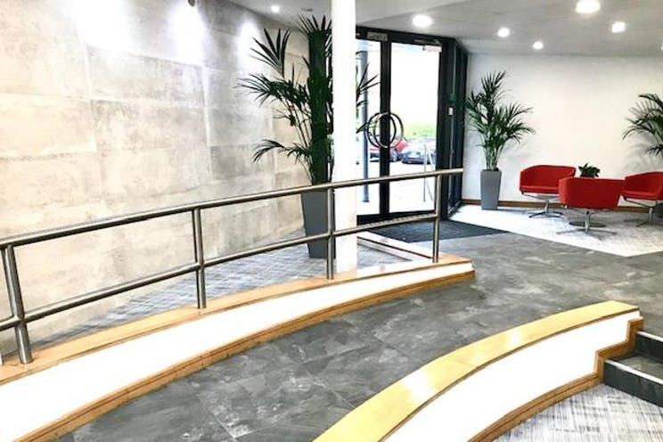 Rosemount House, Rosemount Avenue, West Byfleet, Offices To Let - IMG_3612.jpg