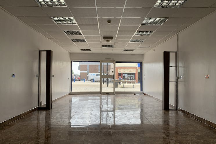 2 Queens Parade, Waterlooville, Retail To Let - 20210705 125251.jpg