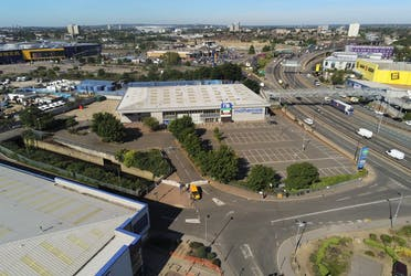 Unit 1, 1 Ravenside Retail Park, London, Industrial To Let - Photo_May_19_20 073320 am.jpg - More details and enquiries about this property