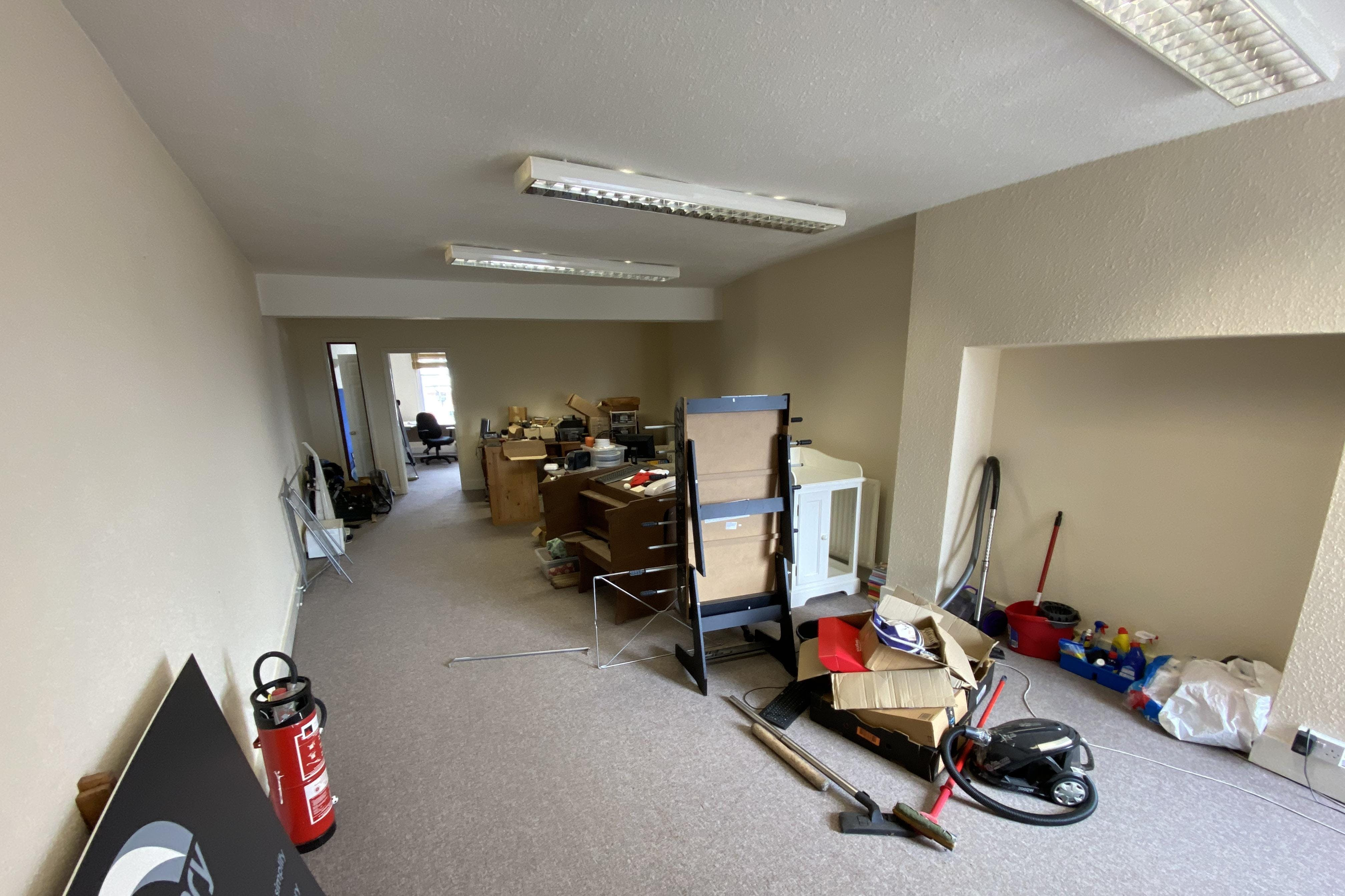 1st and 2nd Floor Offices, 19 Cornmarket, Thame, Office To Let - IMG_8132.JPG
