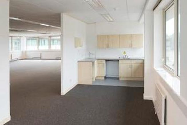 5 Lindenwood, Chineham Park, Basingstoke, Office To Let - Kitchen.jpg