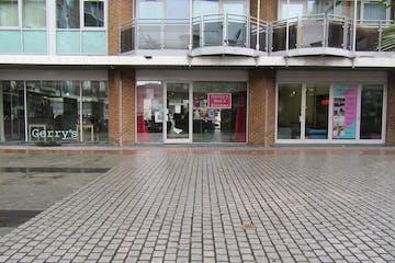 Unit 2 Gerry Raffles Square, London, Retail To Let - Gerry Raffle Square. 20.02 (15).JPG