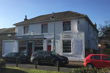 Antrobus House Business Centre, 18 College Street, Petersfield, Offices To Let - front of Antrobus House.JPG