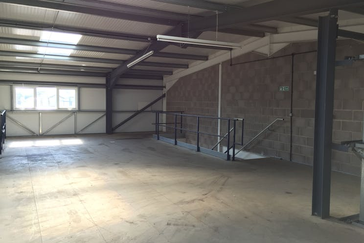 6 The Glenmore Centre, Southampton, Industrial To Let - 9ycwTZ1j.jpg