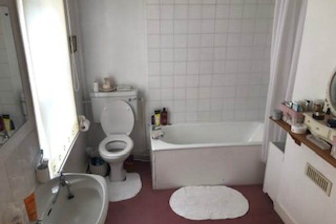 3 Waverley Road, Weybridge, Investments For Sale - IMG_6476 002.jpg