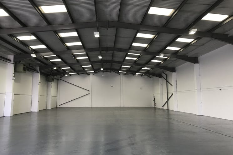 17a Invincible Road, Farnborough, Warehouse & Industrial / Retail To Let - IMG_2979.jpg